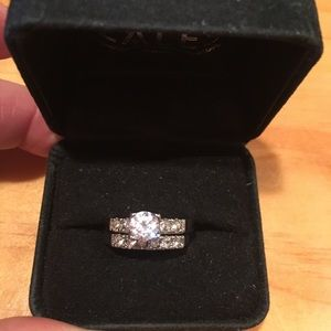 Silvertone wedding ring set size 7